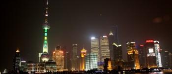 """""""2012 New Year Night Pudong"""" von J. Patrick Fischer - Eigenes Werk. Lizenziert unter Creative Commons Attribution-Share Alike 3.0 über Wikimedia Commons - http://commons.wikimedia.org/wiki/File:2012_New_Year_Night_Pudong.jpg#mediaviewer/File:2012_New_Year_Night_Pudong.jpg"""